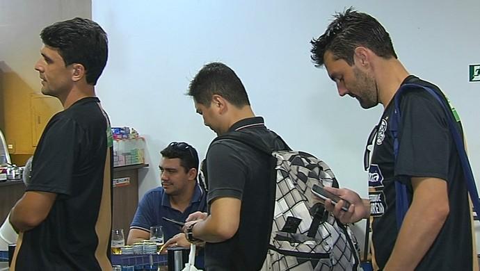 Elenco do São Raimundo deixou Santarém na manhã desta sexta-feira (Foto: Reprodução/TV Tapajós)