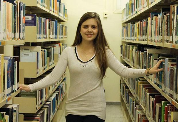 A estudante de medicina Marina Rubini, de 19 anos, tirou nota mil na redação do Enem duas vezes, e acabou virando professora virtual da disciplina (Foto: Arquivo pessoal/Marina Rocha Rubini)