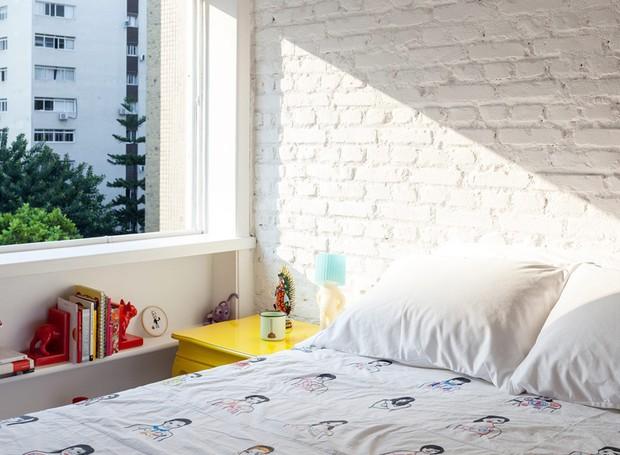 Apartamento-arquiteto-felipe-hess-tijolos-branco-janela (Foto: Fran Parente/Editora Globo)