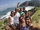 Deborah Secco curte dia de praia com o namorado, Hugo Moura