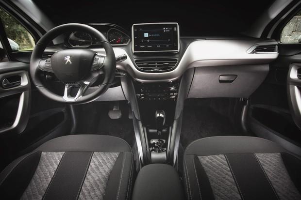 Teste peugeot 208 griffe autom tico 2018 auto esporte for Peugeot 208 interior 2017