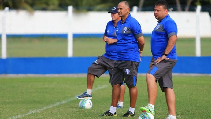 Oliveira Canindé, técnico do CSA, e seus assistentes (Foto: Ailton Cruz / Gazeta de Alagoas)