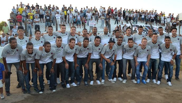 Apresentação do Botafogo-PB para 2014, na Maravilha do Contorno (Foto: Amauri Aquino / GloboEsporte.com/pb)