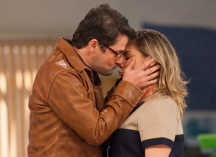 Marcelo Serrado e Heloísa Périssé (Foto: Artur Meninea/Gshow)