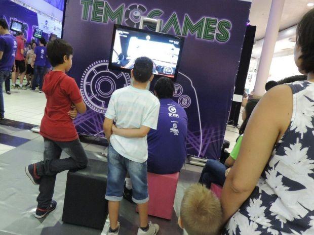 Espaço oferece jogos sem competição no Marília Shopping  (Foto: Renata Marconi/ G1)
