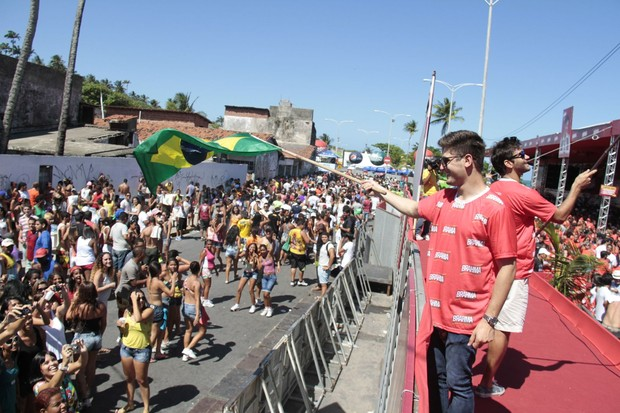 Armando Babaioff e Danie Rocha divertem-se em Olinda (Foto: Gleyson Ramos/Ag.Innovo)