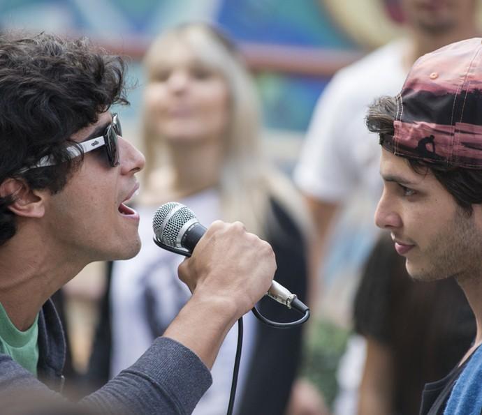Jabá e Lucas travam a batalha com raps cheio de zoação (Foto: TV Globo/Mauricio Fidalgo)