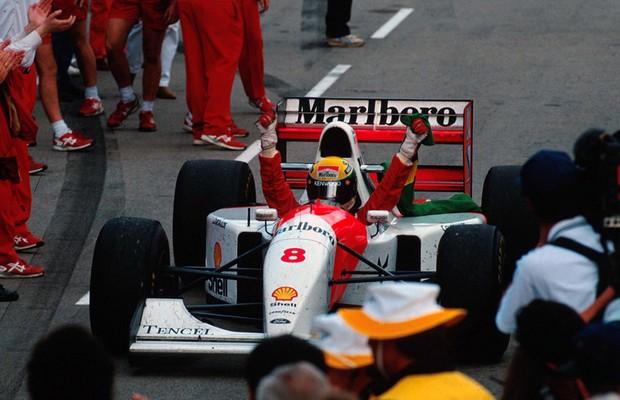 Senna comemora vitória no GP da Austrália de 1993 (Foto: Divulgação)