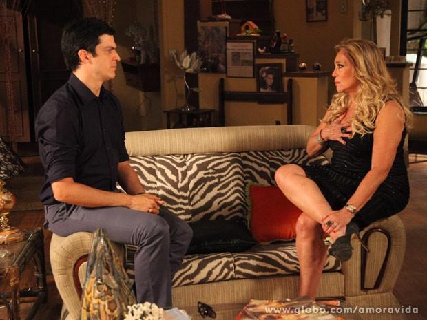 Pilar e Félix conversam longamente (Foto: Carol Caminha/TV Globo)