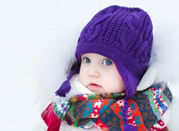Crianças devem vestir uma camada a mais de roupa que os adultos (Foto: Thinkstock)