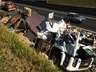 Morre motorista de caminhão que tombou na rodovia Anhanguera