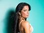Dani Sperle posa para campanha de lingerie