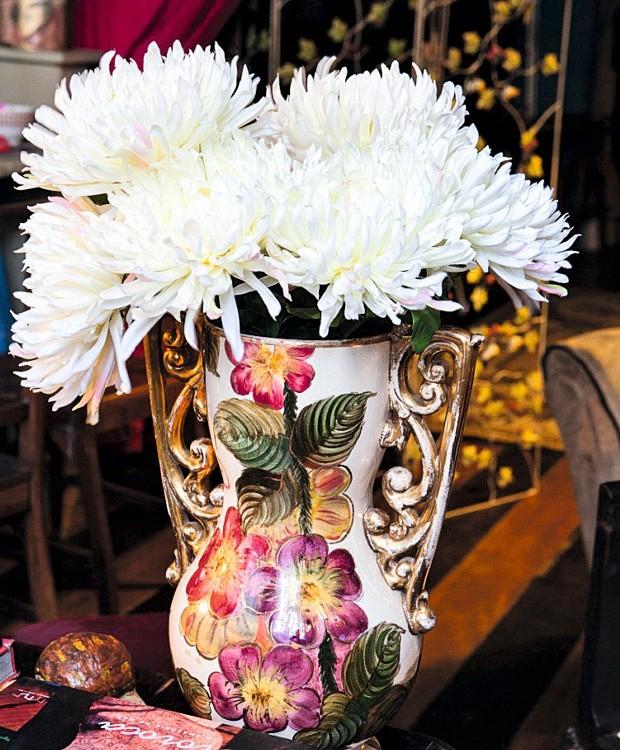 Vaso com flores brancas (Foto: Lufe Gomes / Editora Globo)