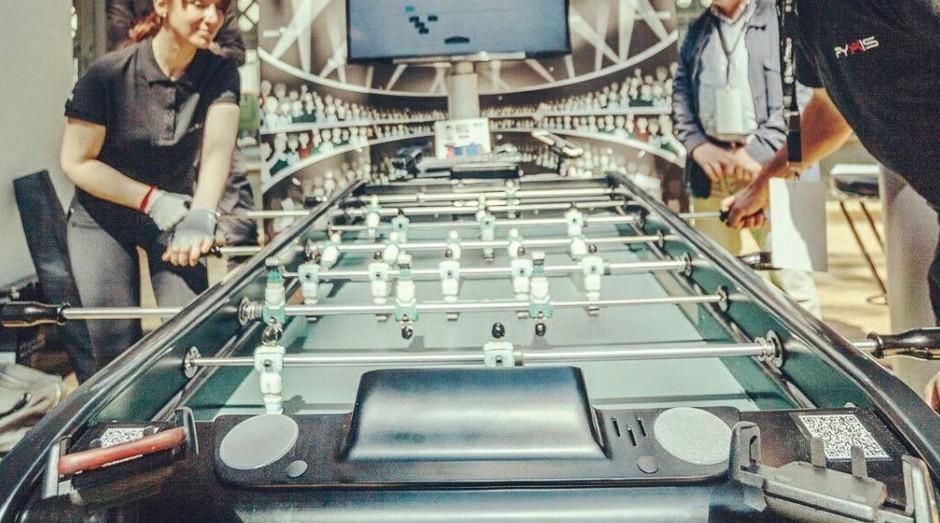 Foosball Society, criado pela startup Tecbak, traz elementos inovadores ao tradicional pebolim (Foto: Divulgação)