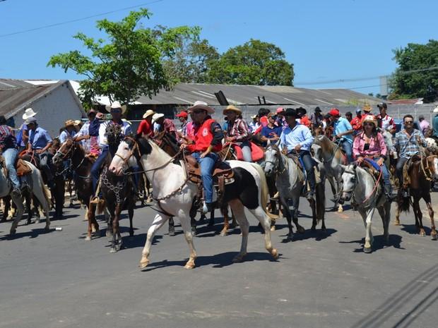 Cavalgada reúne cinco mil pessoas em Cruzeiro do Sul