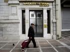 Grécia anuncia acordo com credores para liberação de 12 bilhões de euros