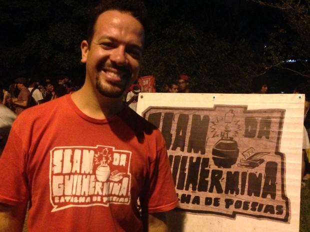 Emerson Alcalde, 33 anos, fundador do Slam da Guilhermina (Foto: Eduardo Pereira/G1)