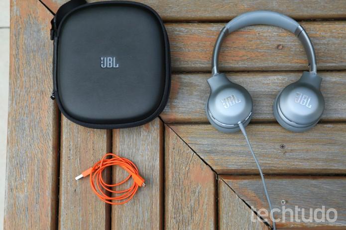 JBL Everest V310 vem com cabo de áudio, cabo USB e estojo (Foto: Luciana Maline/TechTudo)