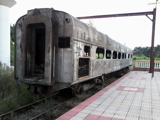Vagão de trem apareceu sozinho na antiga estação de trem de São Roque (Foto: Sidnei Vieira Branco/TEM Você)