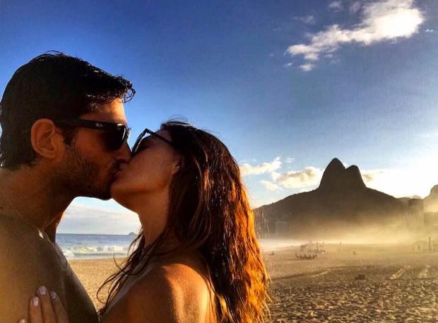 Isis Valverde e o namorado, André Resende (Foto: Reprodução/Instagram)