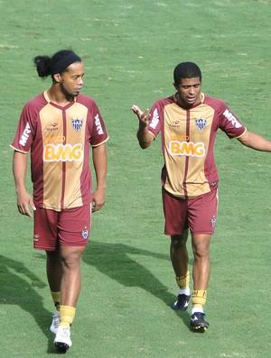 Ronaldinho Gaúcho treino no Atlético-MG (Foto: Fernando Martins / Globoesporte.com)