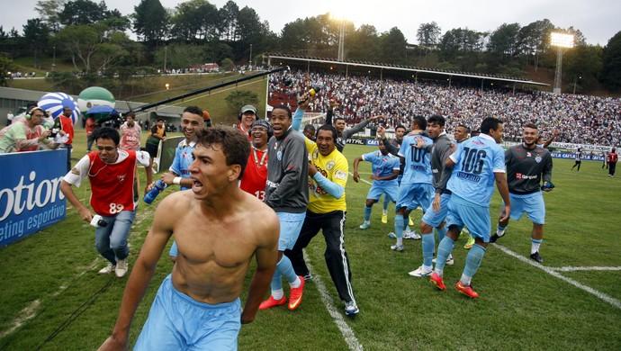 Ruan comemora gol que garantiu o acesso à Série B pelo Paysandu (Foto: Akira Onuma/O Liberal)