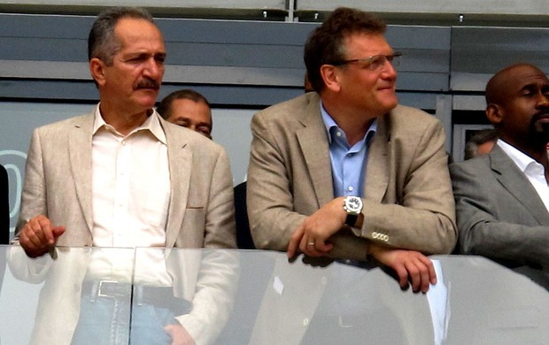 jerome valcke ald rebelo estádio mineirão visita (Foto: Felippe Costa)