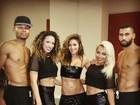 Nicole Scherzinger exibe barriga chapada em bastidores de show