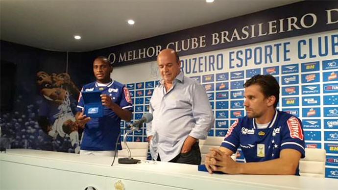 Willians e Paulo André, Cruzeiro (Foto: Marco Antônio Astoni)