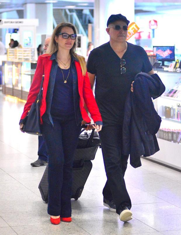 Edson Celulari com a namorada, Karin Roepke (Foto: William Oda/AgNews)