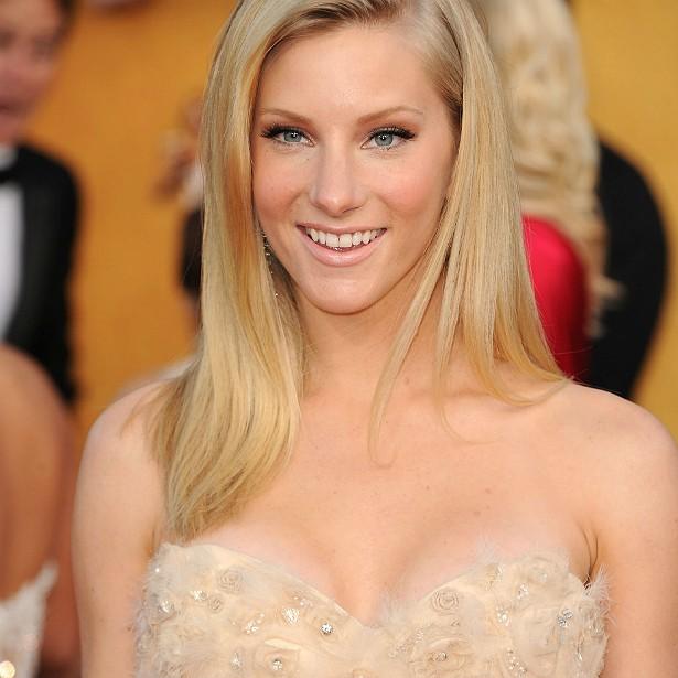 A atriz do seriado 'Glee' Heather Morris só revelou que havia colocado silicone nos seios quando decidiu retirar as próteses. Ela diz que as mamas maiores a atrapalhavam para dançar e a deixavam assada. (Foto: Getty Images)