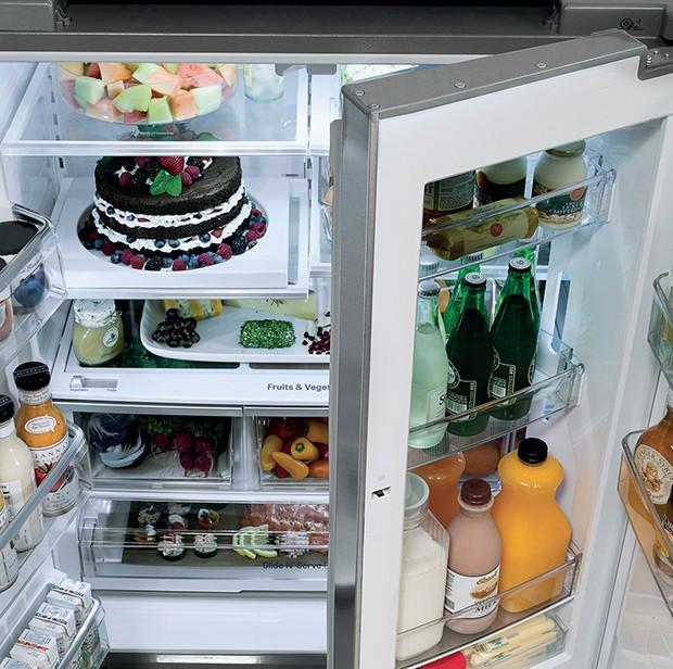 As inúmeras divisões do refrigerador LG Studio facilitam o armazenamento dos alimentos (Foto: Divulgação)