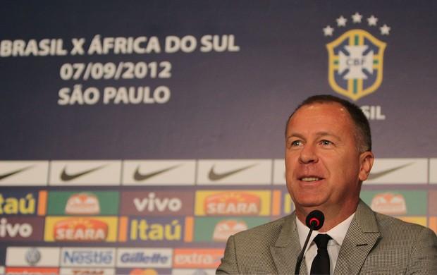 Mano Menezes na convocação da Seleção no Rio de Janeiro (Foto: Mowa Press)