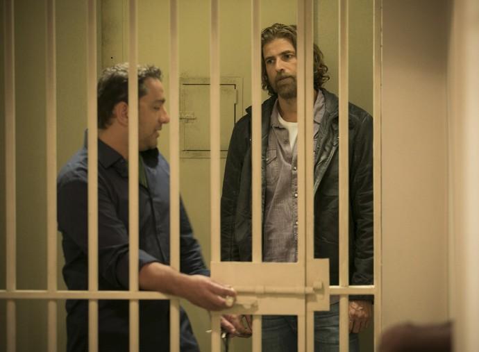 Pedro não consegue acreditar que está sendo preso (Foto: Raphael Dias/Gshow)