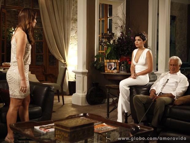 Aline se faz de vítima de novo... (Foto: Pedro Curi/TV Globo)