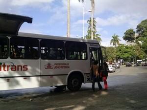 Ônibus coletivos de João Pessoa já circulam na manhã desta segunda-feira cobrando tarifa nova (Foto: Wagner Lima/G1)