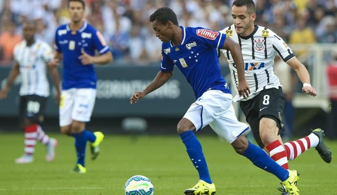 Marquinhos Renato Augusto Corinthians x Cruzeiro (Foto: Marcello Zambrana / Light Press)