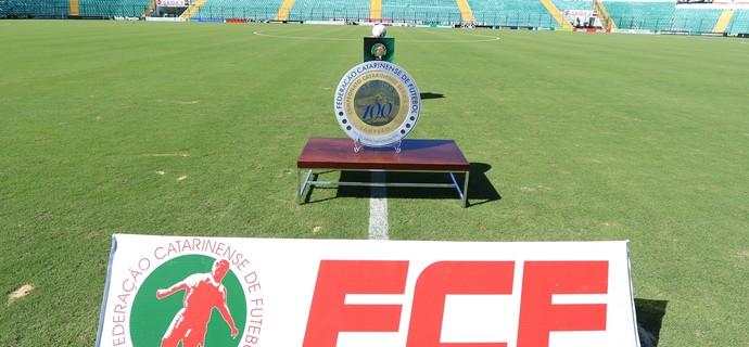 Trofeu Campeonato Catarinense 2015 (Foto: Luiz Henrique/Figueirense FC)