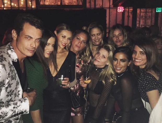 Anitta, as modelos Anna Maria e Ludi Delfino, e a atriz Rubria Negrão estiveram em festa de Michele Buback (Foto: Reprodução/Instagram)