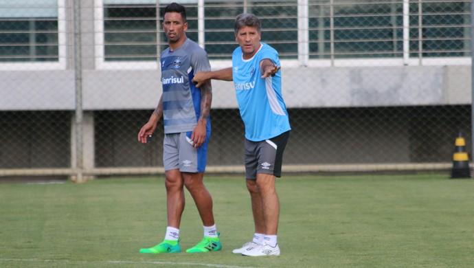 Lucas Barrios Renato Portaluppi Grêmio (Foto: Eduardo Deconto/GloboEsporte.com)