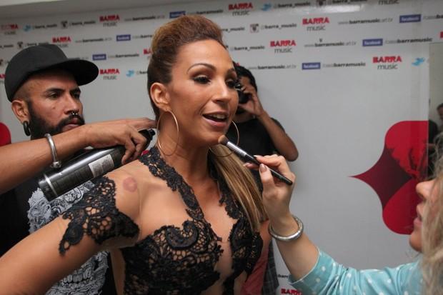 Valesca Popozuda em bastidores de show na Zona Oeste do Rio (Foto: Francisco Silva/ Ag. News)