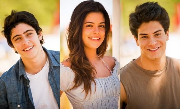 Laerte (Eike Duarte), Helena (Julia Dalavia) e Virgílio (Arthur Aguiar) na primeira fase da novela Em Família (Foto: s: João Miguel JR./Globo)