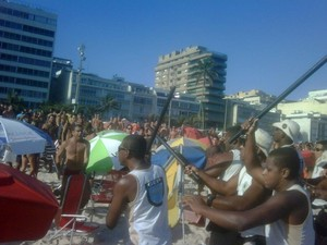 Briga entre guardas municipais e banhistas na Praia de Ipanema (Foto: Arquivo pessoal)