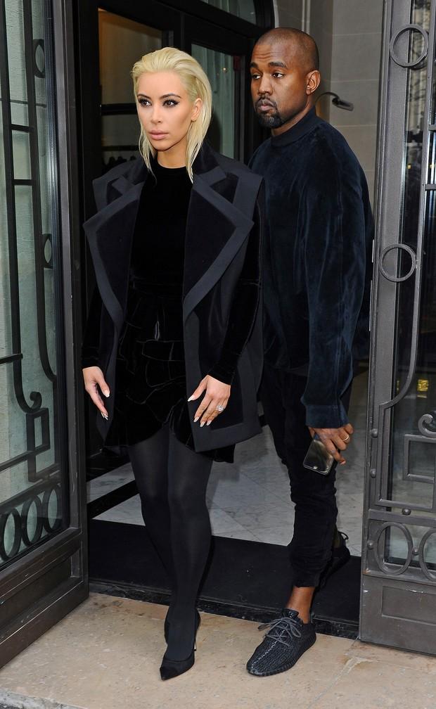 Kim Kardashian e Kanye West na semana de moda de Paris (Foto: AKM-GSI Brasil)