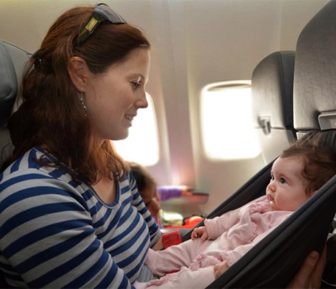 Em viagens, mães devem levar produtos que sejam práticos para a higiene do bebê  (Foto: Divulgação)