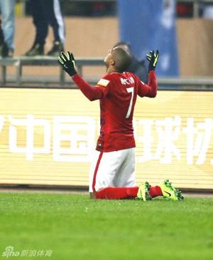 Alan Guangzhou Evergrande Jiangsu Suning (Foto: Reprodução/Sina.com)