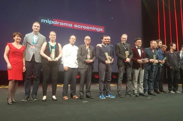 Guel Arraes no palco da premiação MIP Drama Screenings, em Cannes (Foto: Arquivo Pessoal)