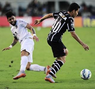 Gabriel e Petros, Santos x Corinthians, Vila Belmiro (Foto: Marcos Ribolli)
