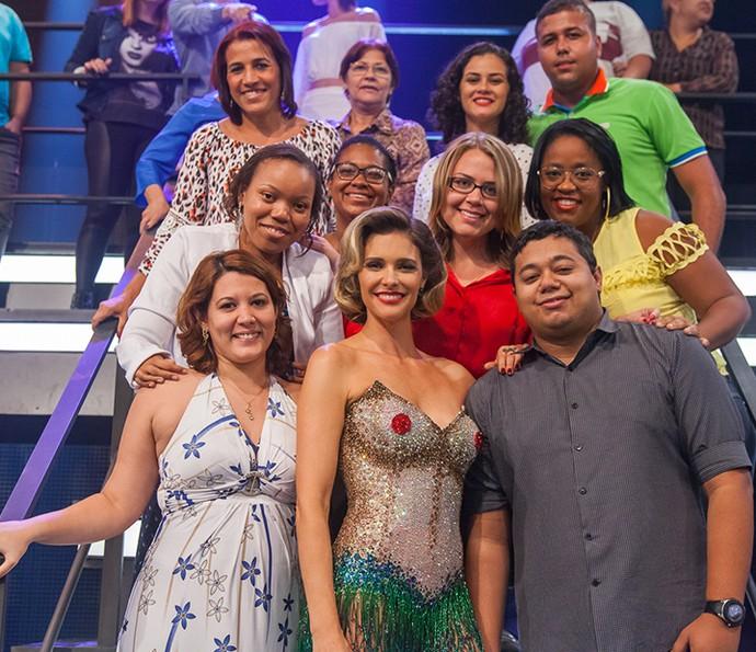Fernanda Lima posa com a plateia do Amor e Sexo (Foto: Artur Meninea/Gshow)