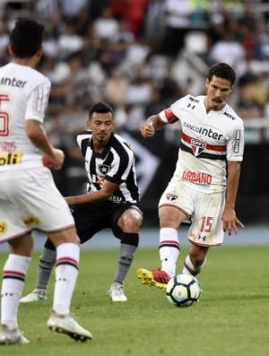Hernanes sob marcação de Rodrigo Lindoso - Botafogo x São Paulo